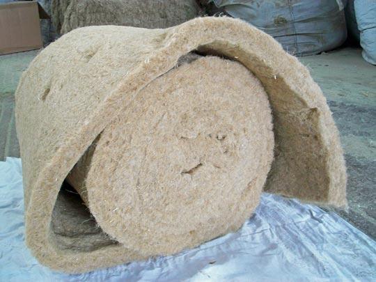Un rouleau de laine de chanvre