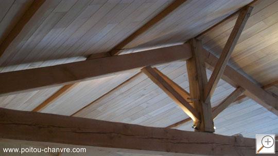 Plafonds fini avec du lambris peuplier