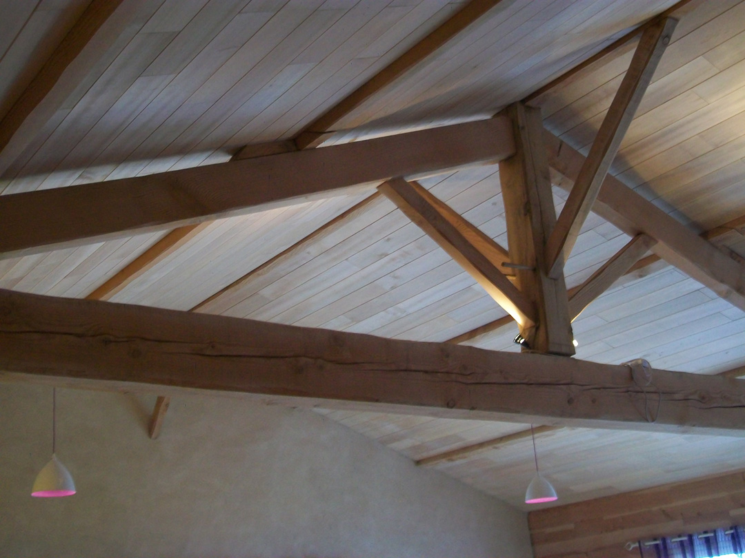 Lame de bois finition pour isolation au chanvre for Finition plafond poele a bois