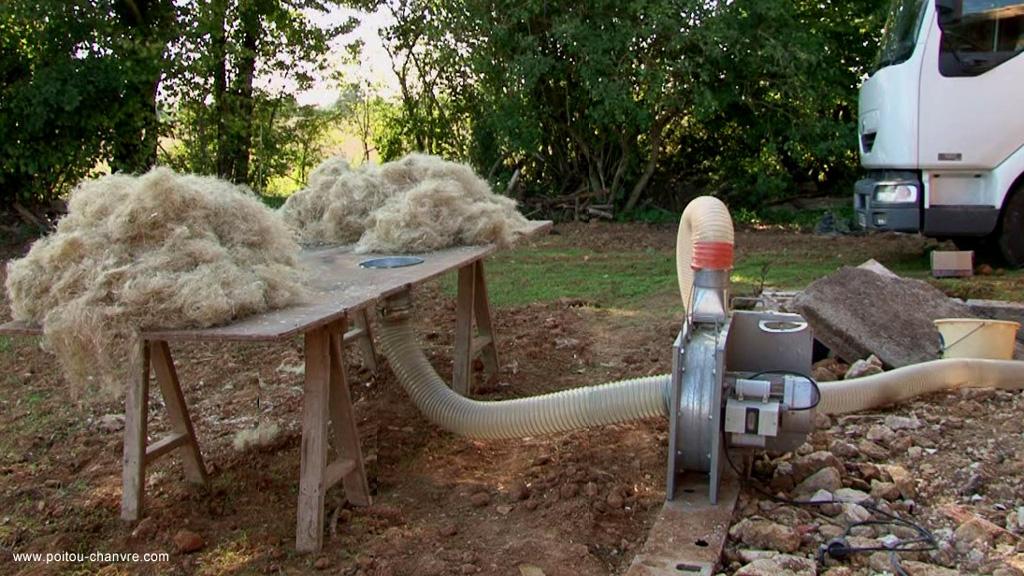 laine souffl e pour les combles avec du chanvre vid o. Black Bedroom Furniture Sets. Home Design Ideas